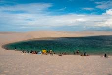 O monte de turista na mesma lagoa.